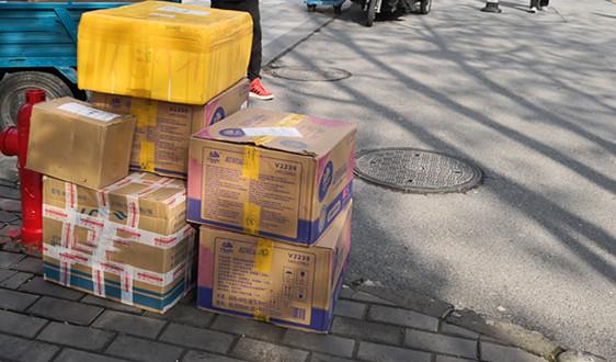 """菜鸟""""回箱计划""""火爆 某高校双11回收纸箱1.5万个"""